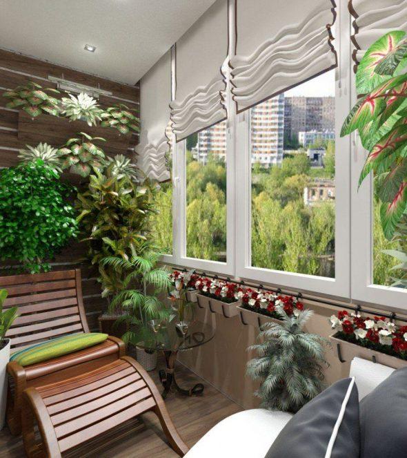 Закрытый балкон с аранжереей