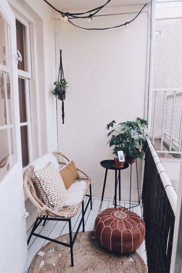 Простое оформления балкона