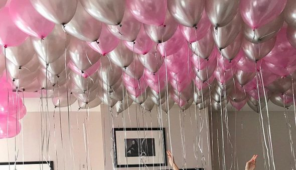 Воздушные шары на потолке