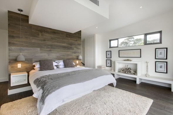 Небольшая, уютная спальня в загородном доме