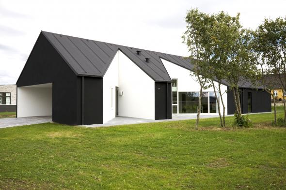Современный одноэтажный дом в скандинавском стиле