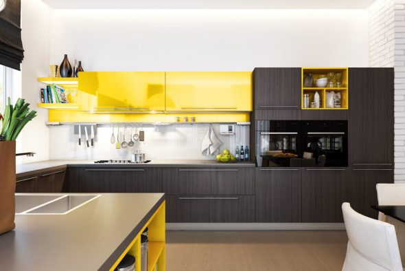 Деревянный кухонный гарнитур с жёлтым цветом