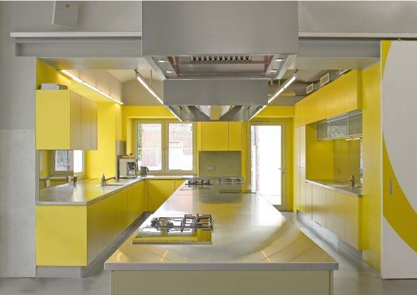 Дизайн жёлтой кухни с белым цветом