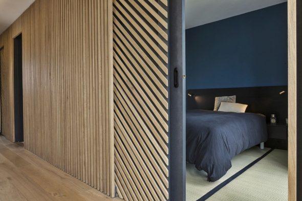 Раздвижные двери из деревянной рейки