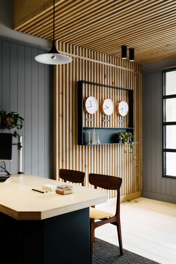 Оформление стен деревянными рейками