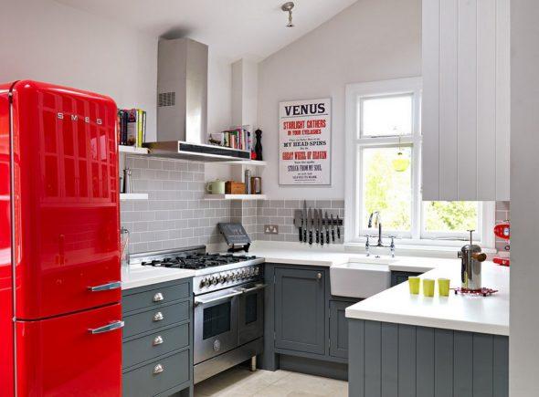 Кухня в сером и красном цвете