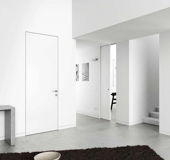 Белая дверь без наличников