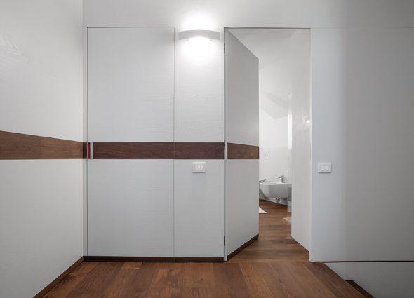 Двери без наличников с горизонтальной панелью