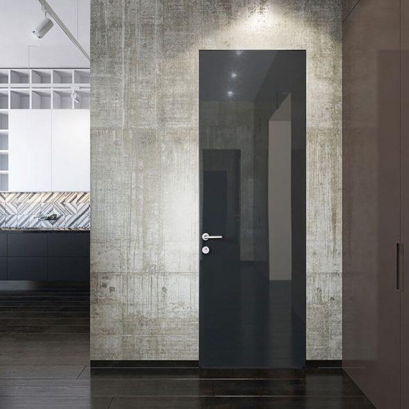 Чёрная глянцевая дверь без наличников