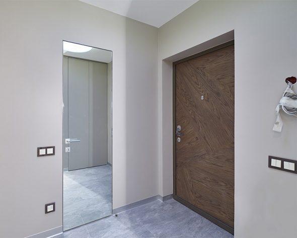 Зеркальная дверь без наличников
