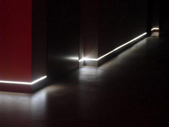 Скрытый плинтус с подсветкой