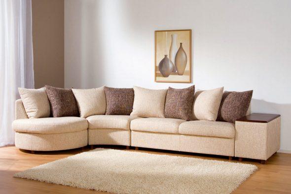Большой угловой диван в гостиную