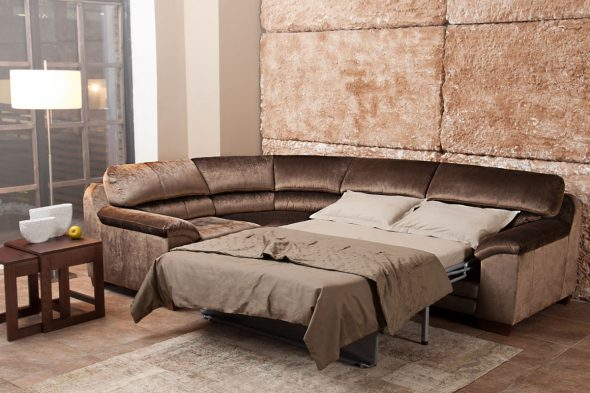 Угловой раскладной диван в интерьере