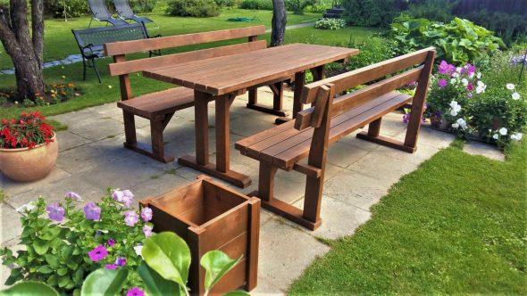 Садовый стол и скамейки