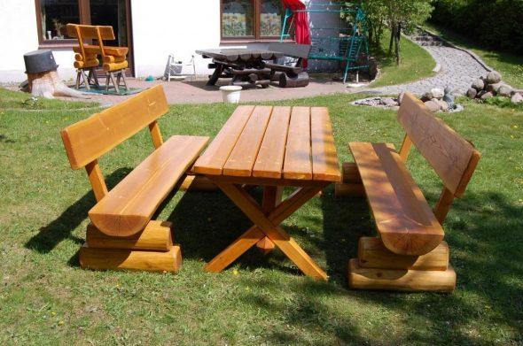 Мебель для сада выполненная в классическом деревенском стиле из ели