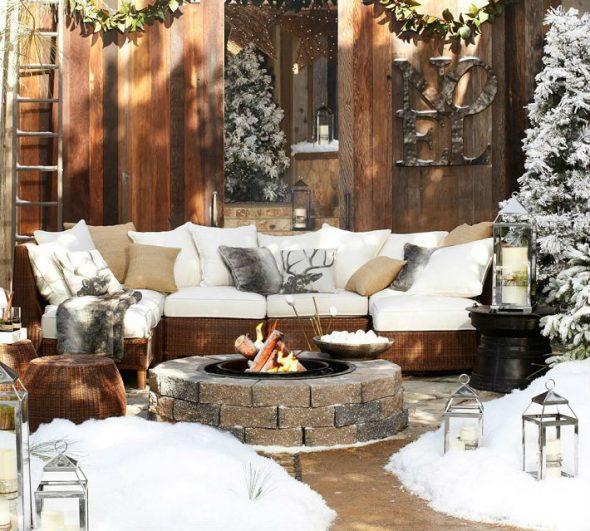Садовая мебель зимой