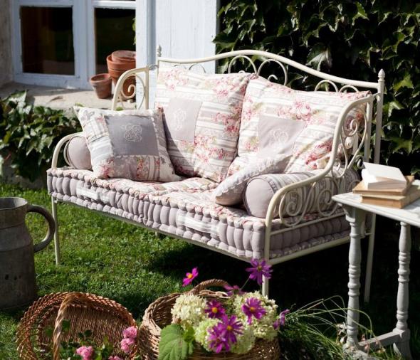 Кованая садовая скамейка в стиле прованс