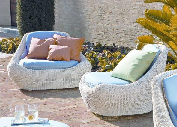 Уютная садовая мебель из ротанга