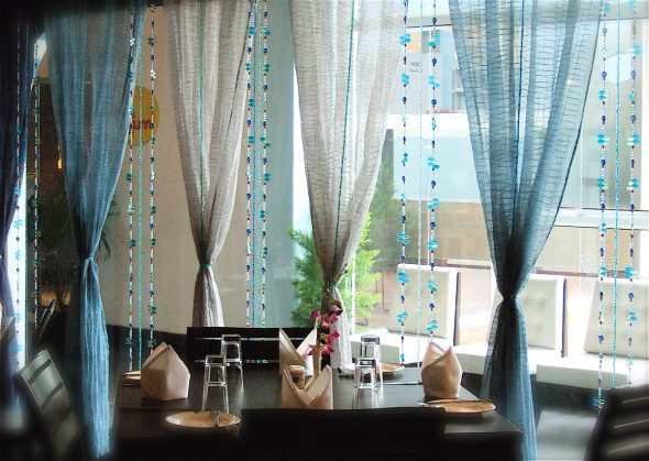 Необычные шторы на окне