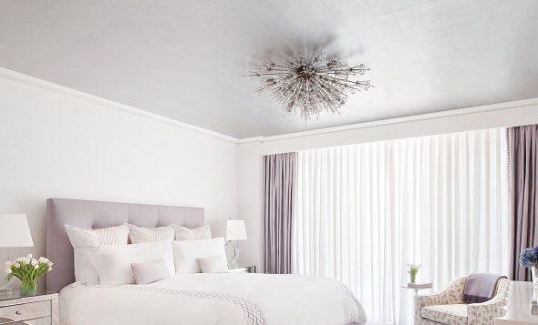 Спальня в пастельных сиреневых тонах