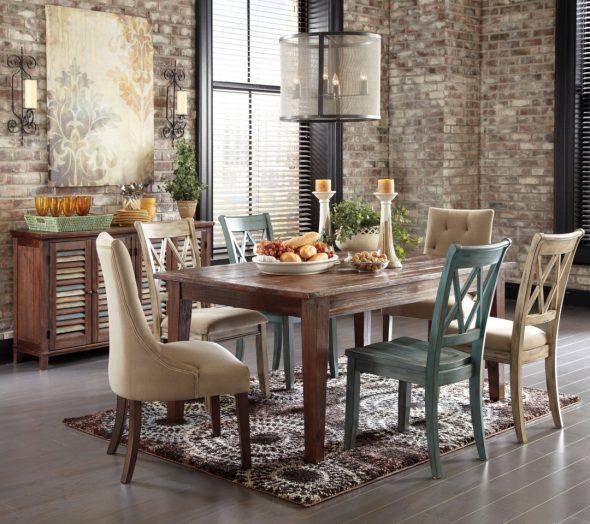 Винтажный стол в интерьере