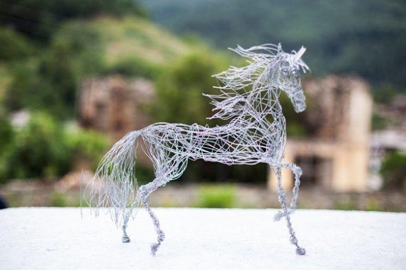 Лошадь из проволоки