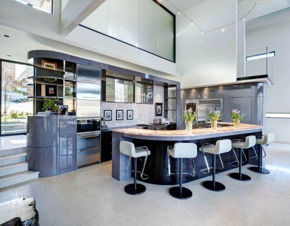 Кухня с радиусными фасадами