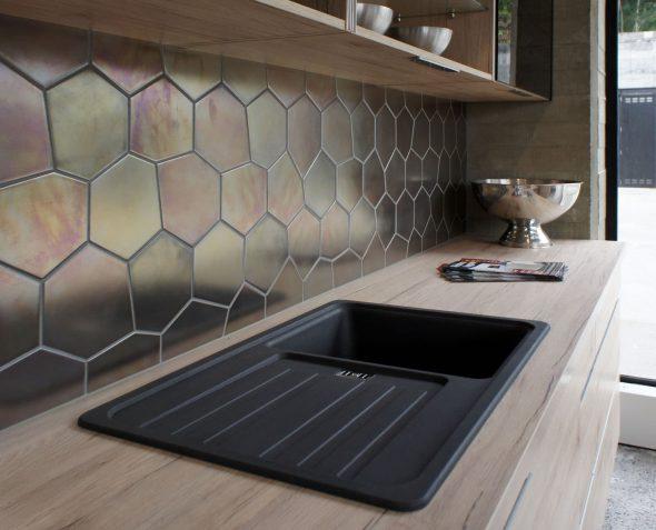 Металлическая плитка в интерьере