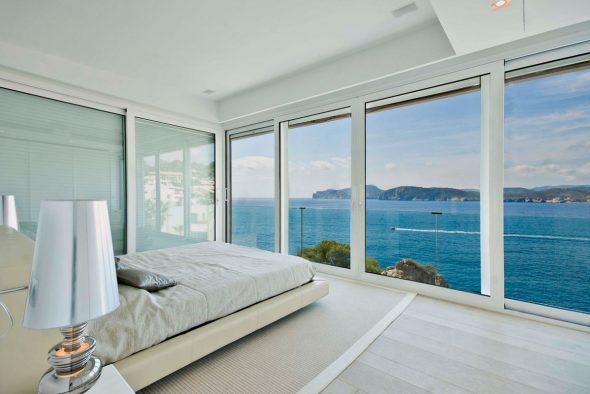 Спальня с видом на море
