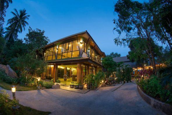 Красивый двухэтажный дом в Калифорнии