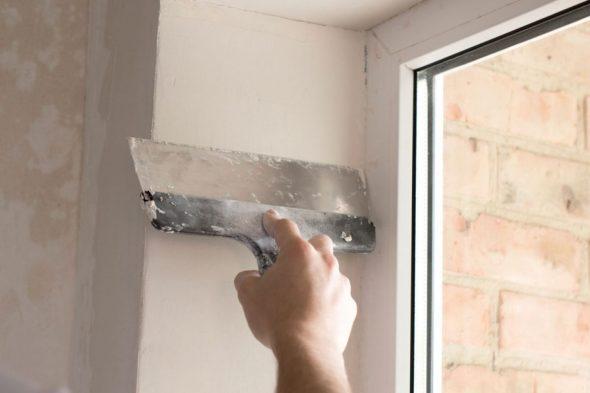 чем закрыть монтажную пену на окнах