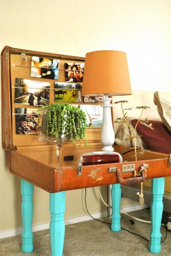Прикроватный столик из чемодана