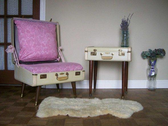 Кресло и столик из чемоданов