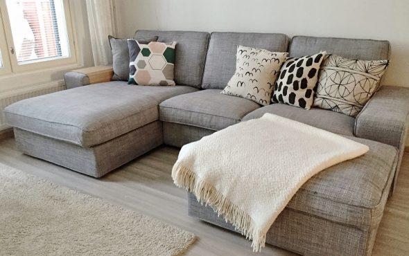 Подушки для серого дивана