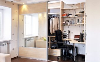Шкаф-купе с рабочим местом: примеры в интерьере