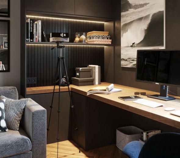Стол у стены в домашнем офисе