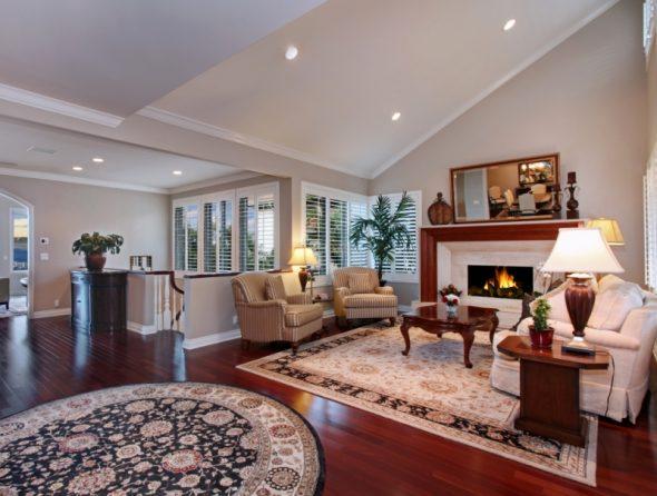 Круглый и квадратный ковры в одной комнате