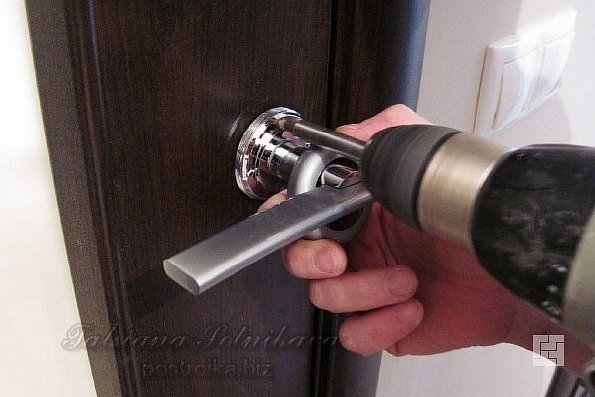Как установить металлическую дверь вместе с тещей:)