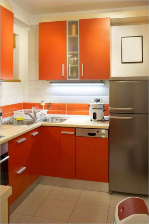 Малогабаритная кухня оранжевого цвета