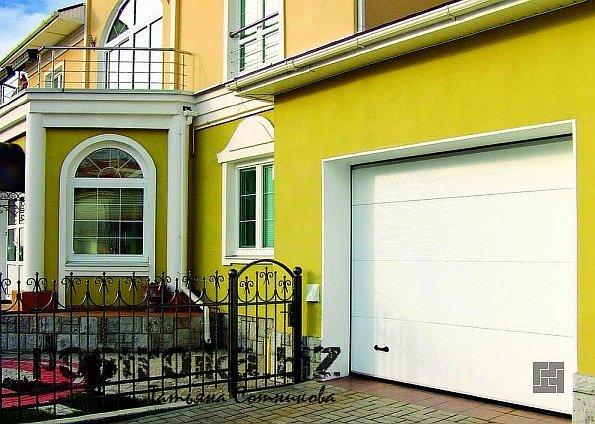 Чем хороши подъемные ворота для гаража?