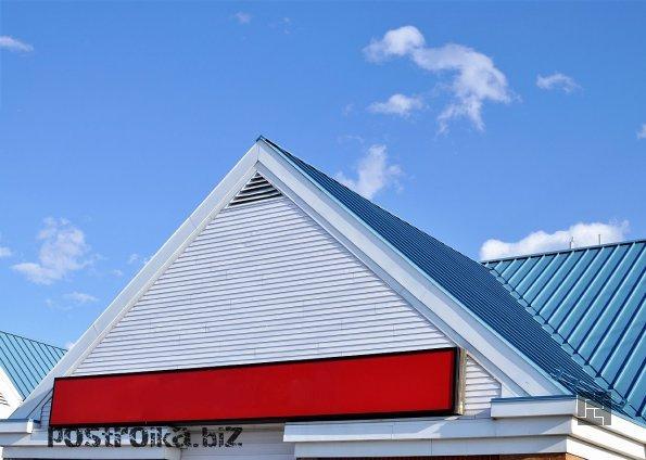 Как укладывать профнастил на крышу