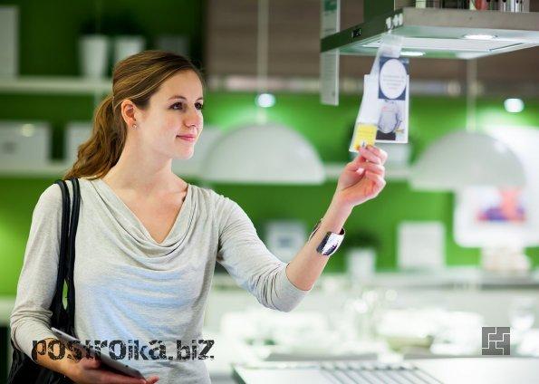 Девушка в магазине ИКЕА