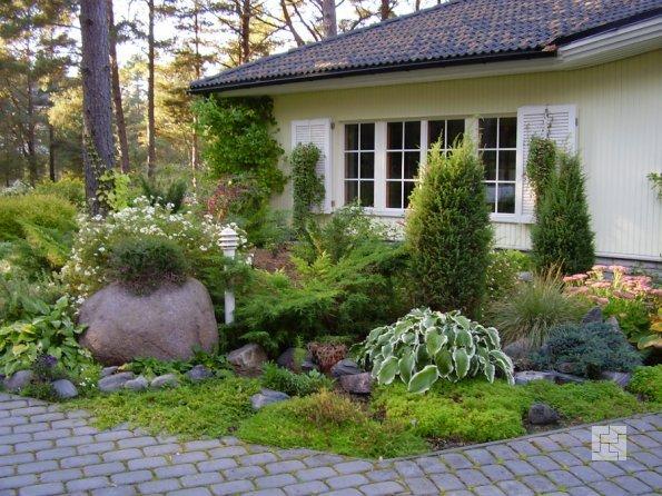 сад камней перед частным домом