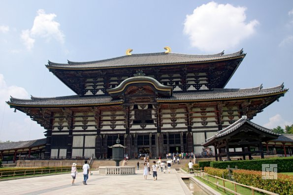 Буддийский храм Хорю Гакумон-дзи - главный храм области Ямото, построен в 745 году.