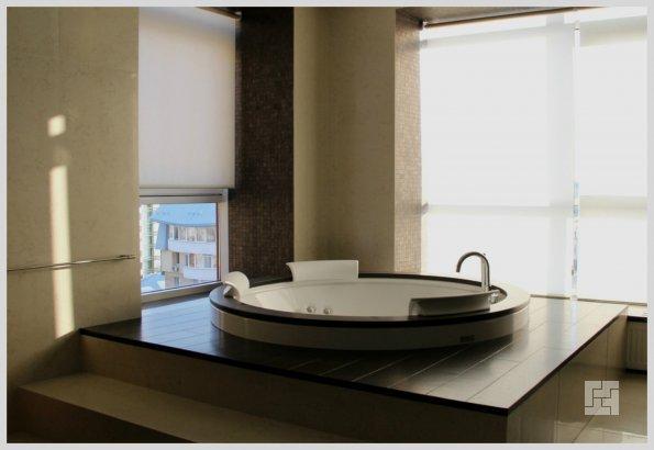 круглая ванная на подиуме