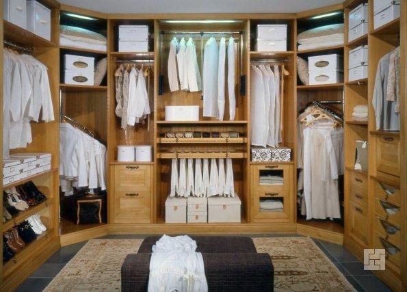 гардеробная комната в отдельной комнате