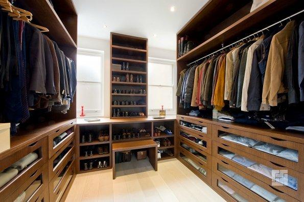 классическая гардеробная закрытого типа