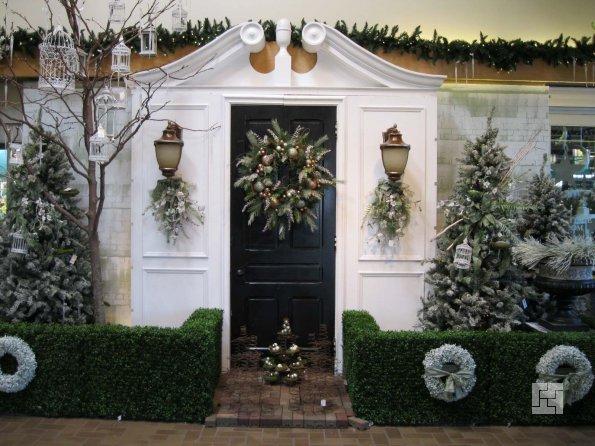 Как украсить входную дверь дома к новому году