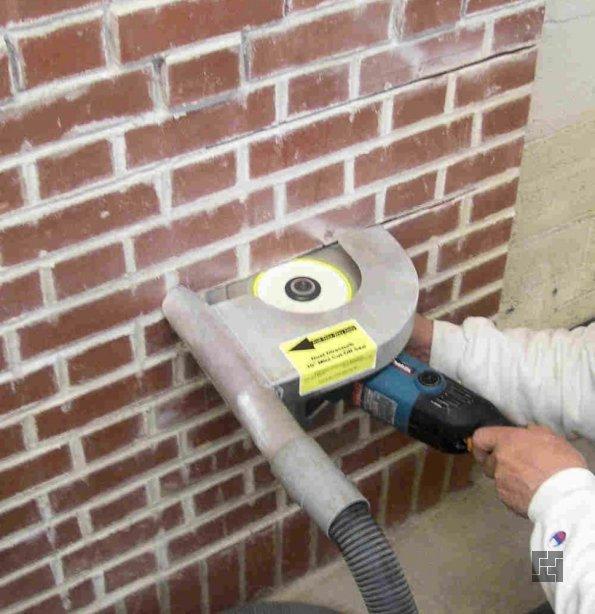Подготовка кирпичной стены, штробим кирпичную стену