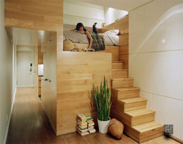 Высокие потолки - возможность превратить комнату в двухэтажное пространство